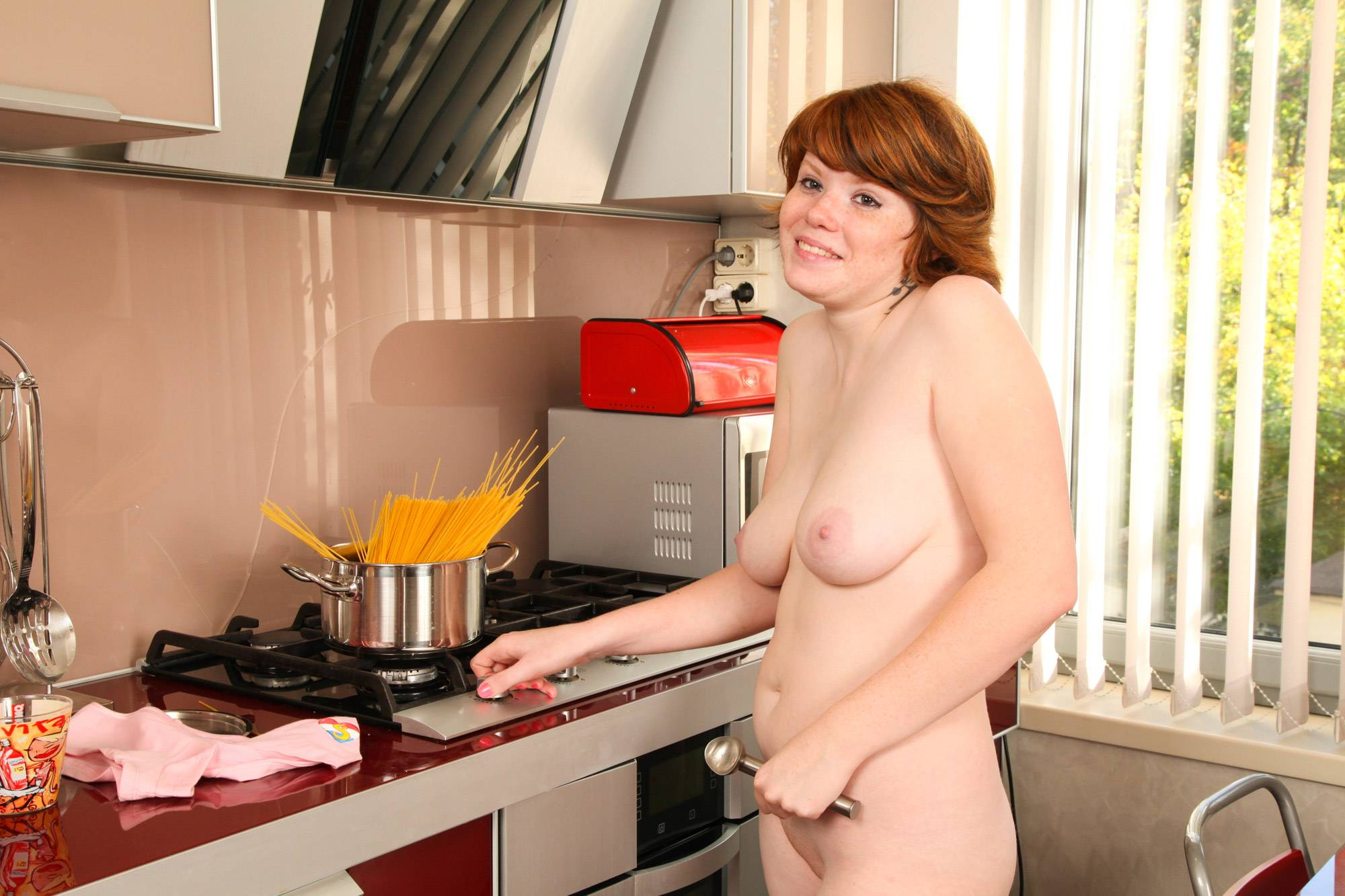 Hot Women Naked Making Supper